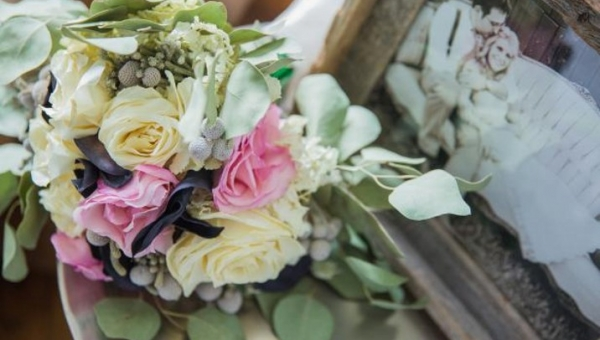 What To Do With Your Wedding Flowers After The Big Day, So You Don't Waste Them