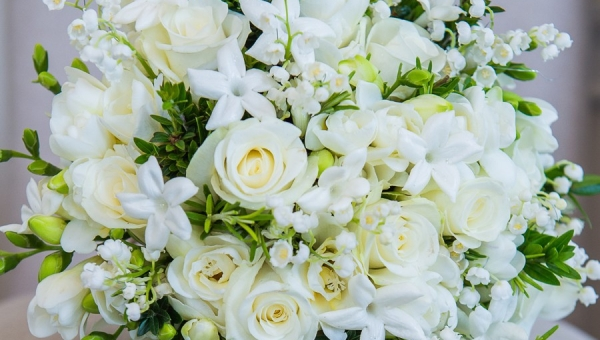 Eight ways to preserve your bridal bouquet after your wedding day.
