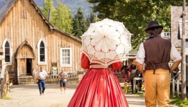 COVID-19 can't stop weddings and tours at this historic gold rush town